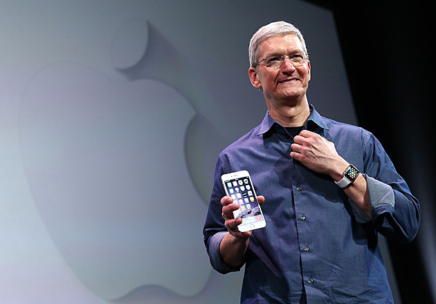 Tim Cook holding iPhone 6